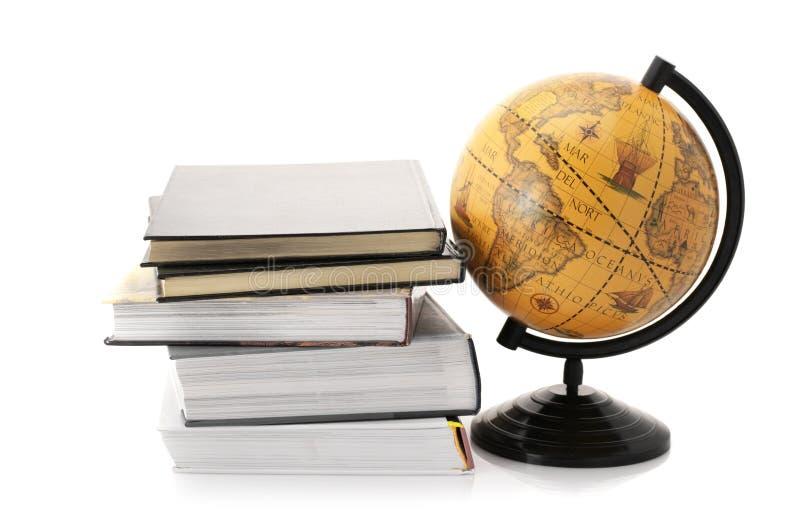 Globo e livros imagem de stock