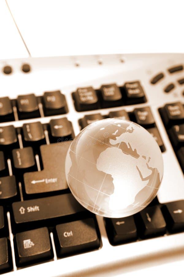 Globo en el teclado imagenes de archivo
