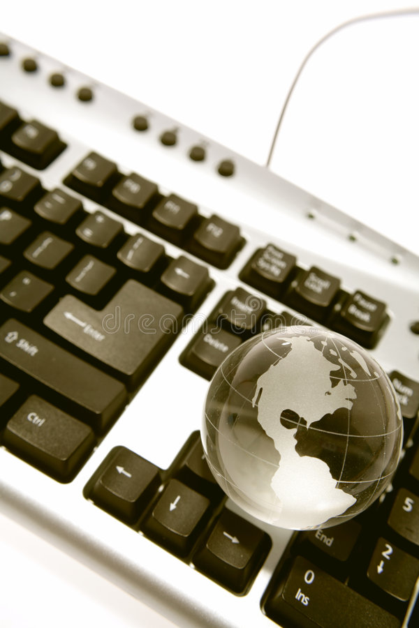 Globo en el teclado imagen de archivo libre de regalías
