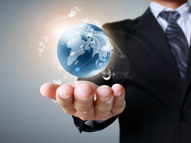 Globo en sus manos imagen de archivo libre de regalías