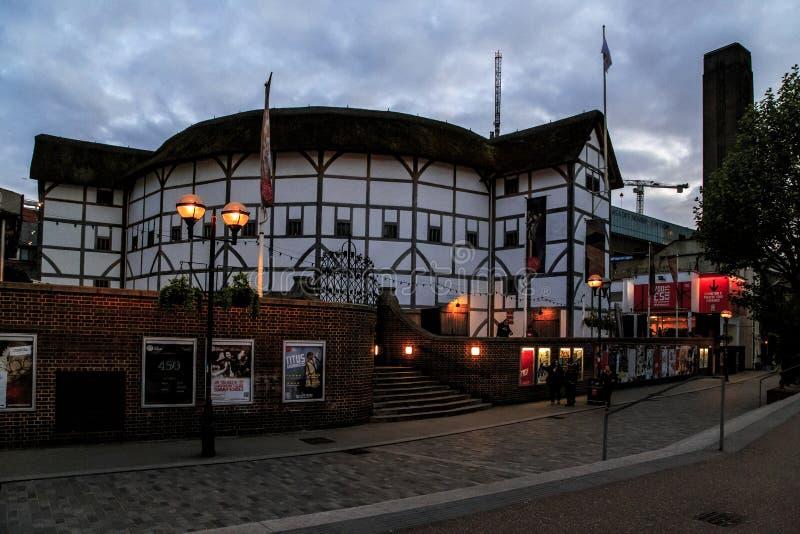 Globo na noite, Londres do ` s de Shakespeare imagem de stock