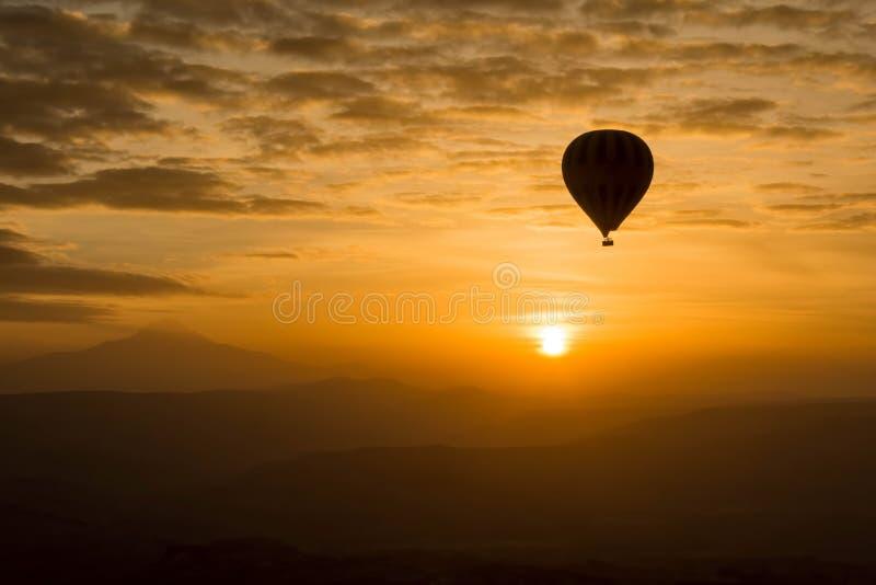 Globo romántico del aire caliente del viaje fotografía de archivo