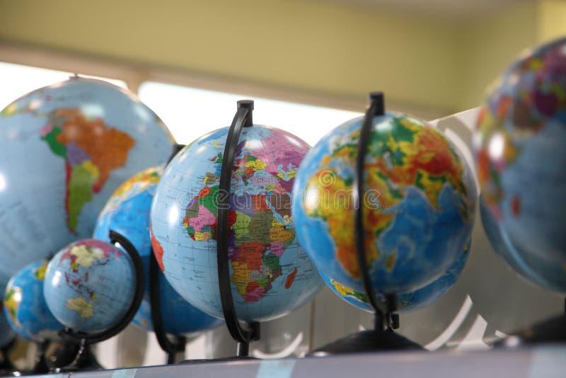 Globo stationery Fontes de escola, acessórios dos artigos de papelaria imagens de stock