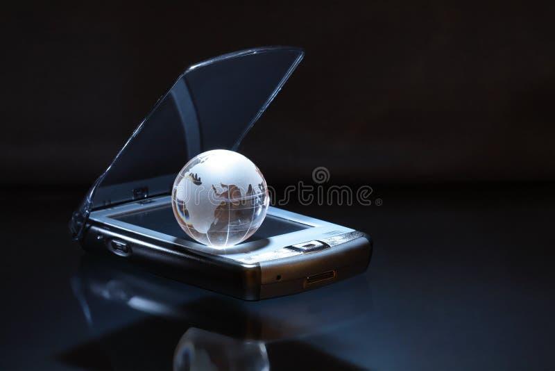 Globo su PDA fotografia stock libera da diritti