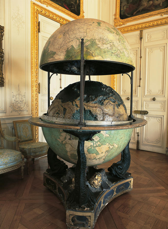 Globo terrestre no palácio de Versalhes imagem de stock royalty free