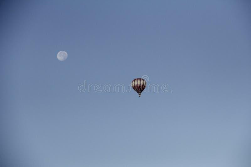 Globo y luna foto de archivo libre de regalías