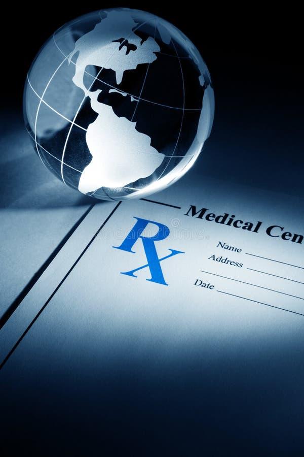 Globo y medicina de la prescripción foto de archivo libre de regalías
