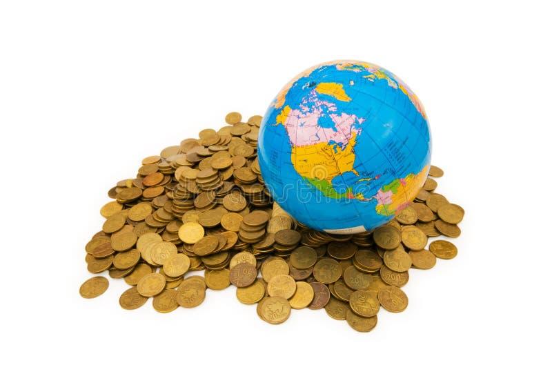 Globo y monedas aislados fotografía de archivo libre de regalías