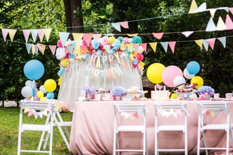 Globos de la decoración de la fiesta de cumpleaños foto de archivo