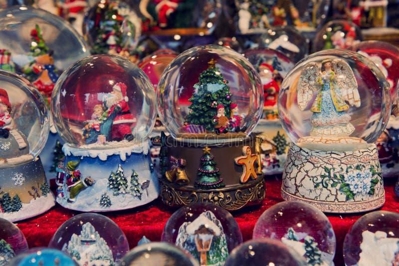 Globos de la nieve de la Navidad fotografía de archivo libre de regalías