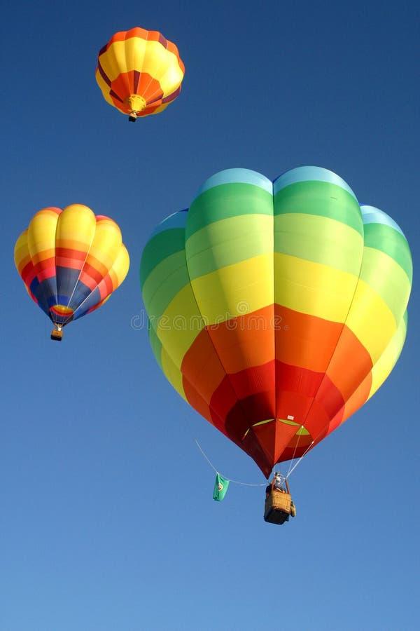 Globos del aire caliente en el cielo imagen de archivo libre de regalías