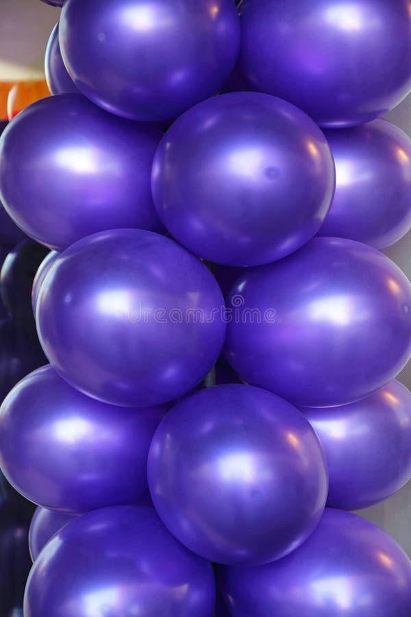 Globos púrpuras imágenes de archivo libres de regalías