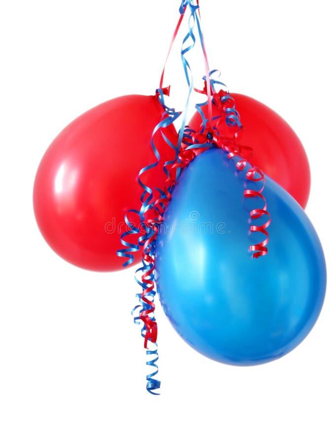 Globos rojos y azules imagenes de archivo