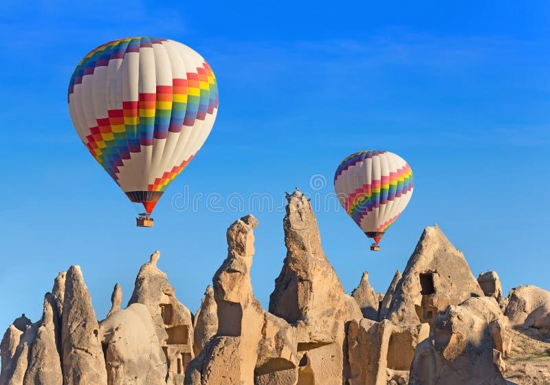 Globos sobre Cappadocia imagenes de archivo