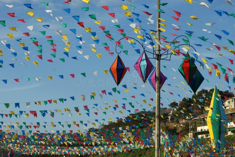 Globos y partido coloridos del país de las banderas fotos de archivo