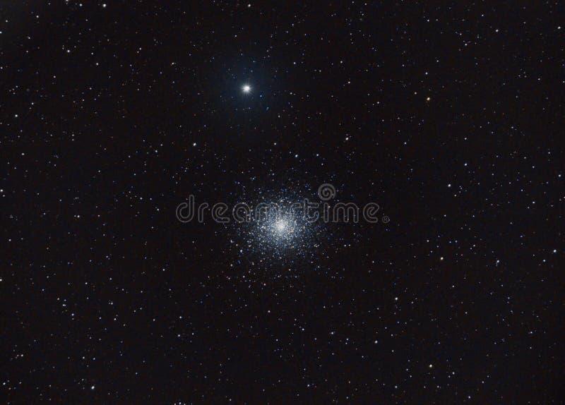 Globular συστάδα πιό ακατάστατα 5 αστεριών, μέσω του ερασιτεχνικού τηλεσκοπίου μου, από το κατώφλι μου στοκ εικόνες