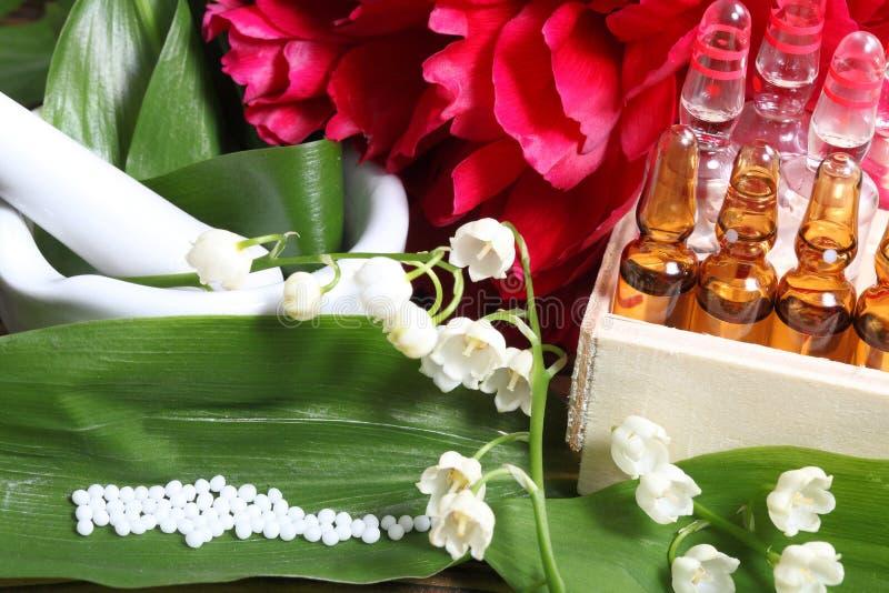 Globuli, fiori, medici immagini stock libere da diritti