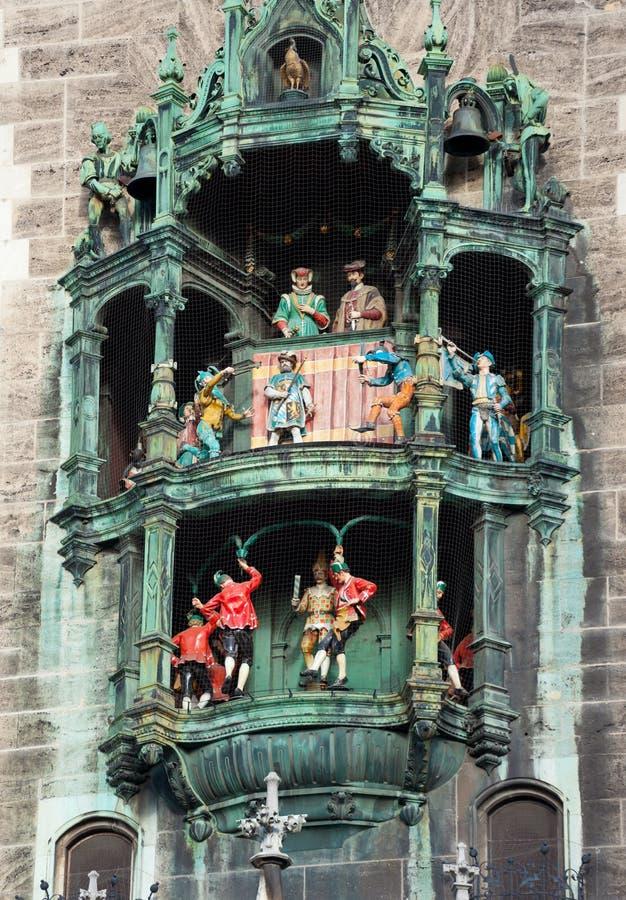 Glockenspiel auf dem München-Rathaus stockbilder