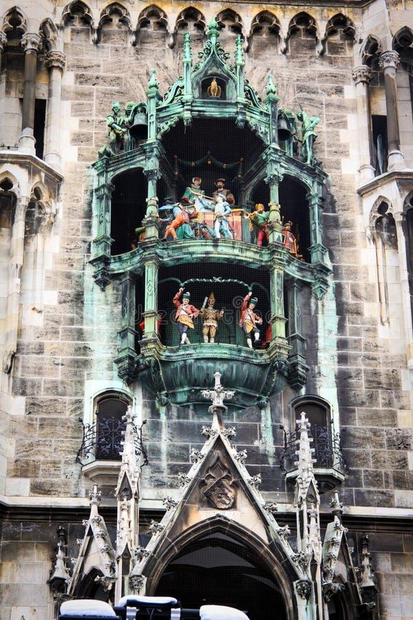 Glockenspiel i Munich, Tyskland arkivfoto