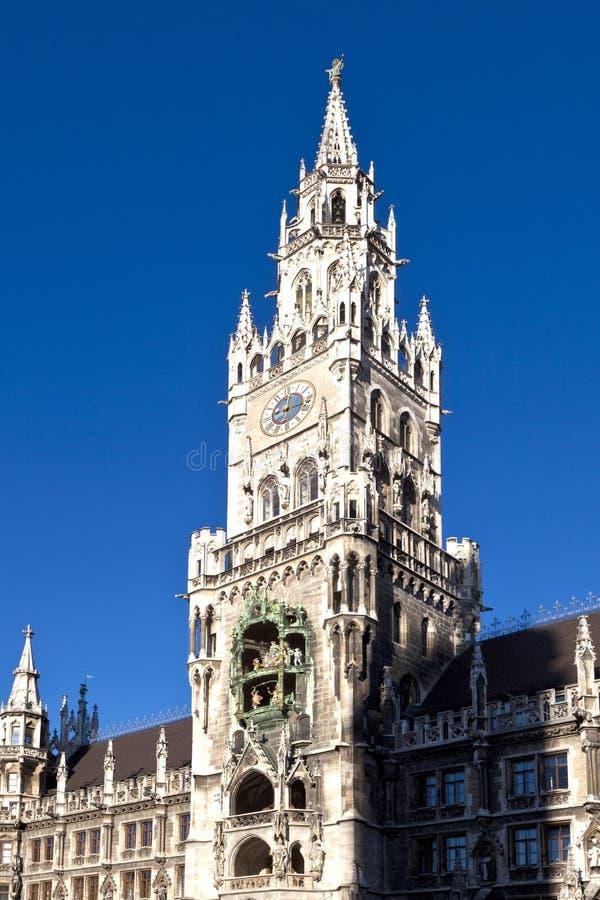 Glockenspiel på den Munich staden royaltyfria foton