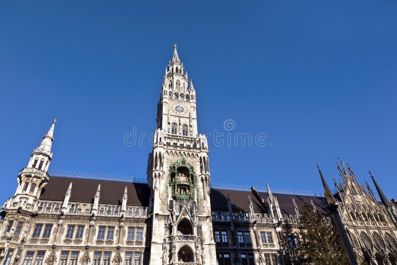 Glockenspiel på den Munich staden royaltyfri bild