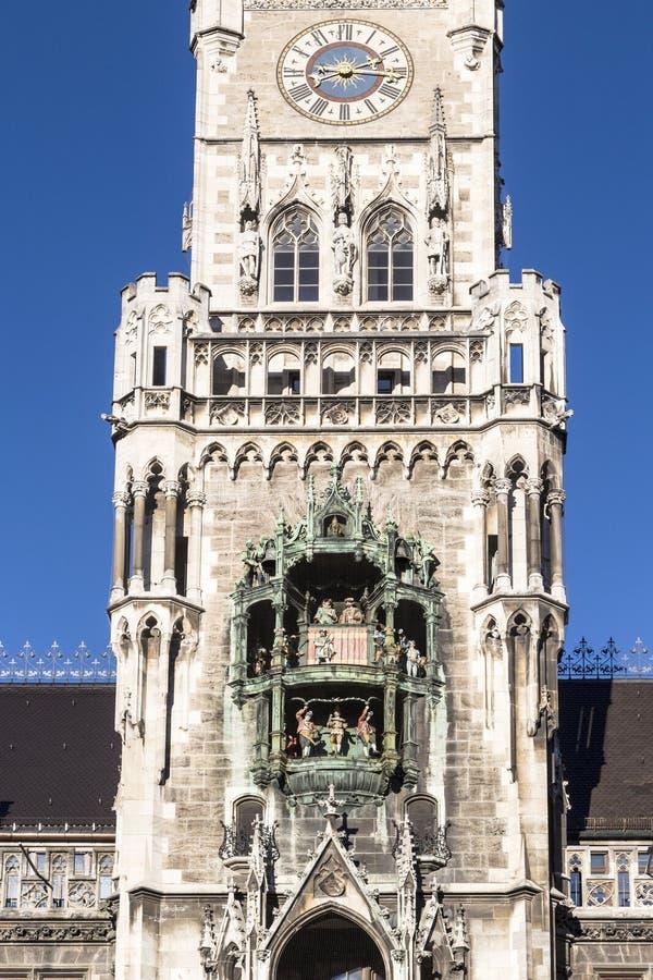Glockenspiel på den Munich staden royaltyfri foto