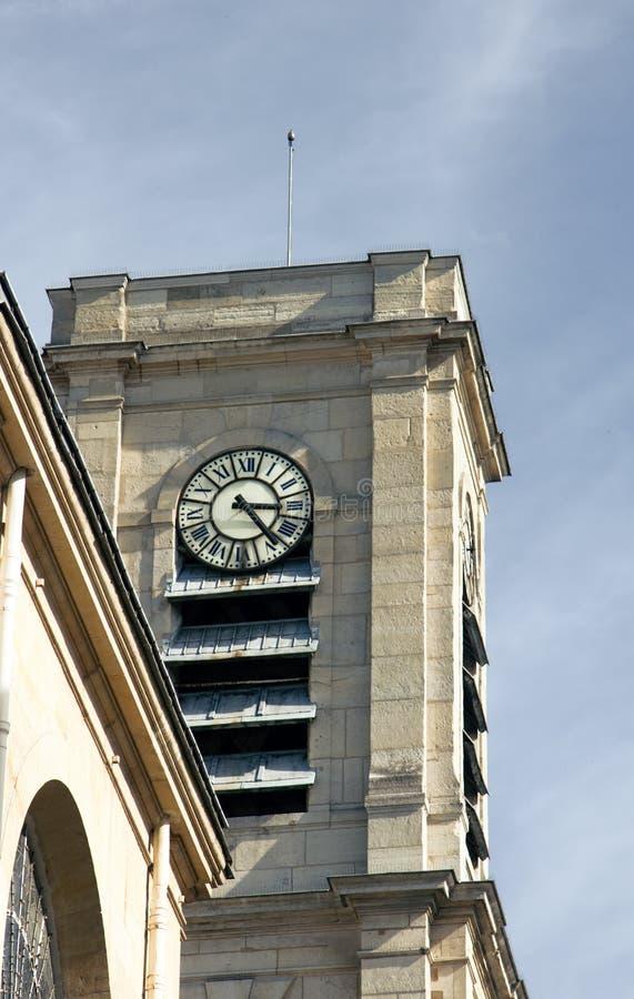 Glockenspiele auf dem Gebäude lizenzfreie stockfotografie