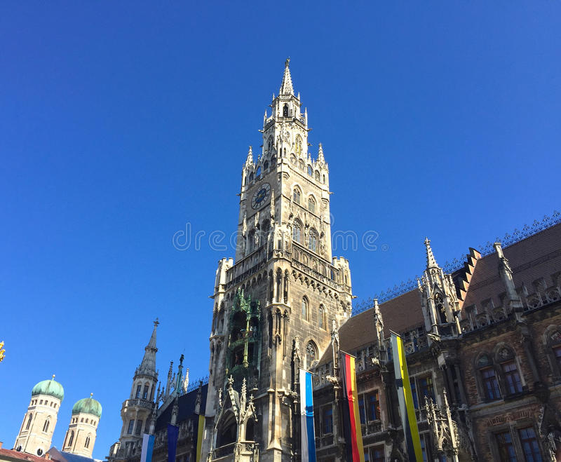 Glockenspieltorn royaltyfri fotografi