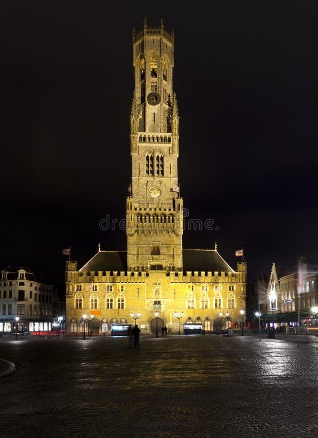 Glockenturm, Brügge, nachts lizenzfreies stockbild