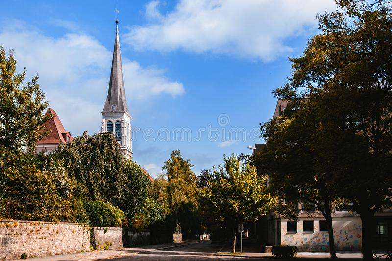 Glockenturm der Kirche des heiligen Herzens, La Chaux de Fonds, die Schweiz stockfotos