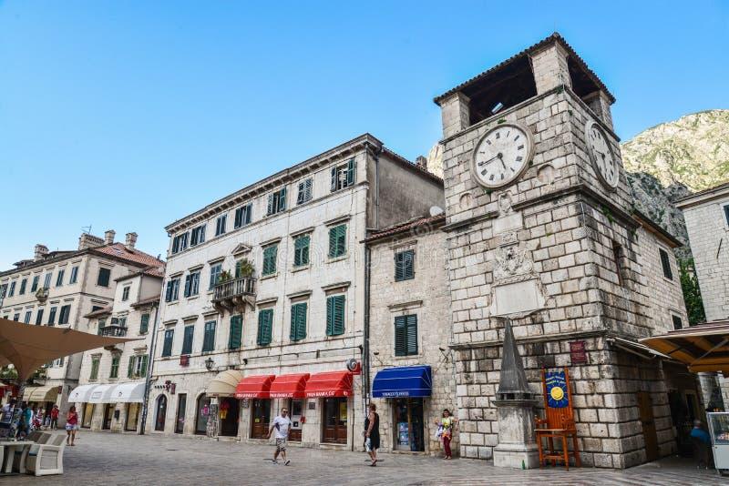 Glockenturm innerhalb Stari-Absolventen lizenzfreie stockfotos