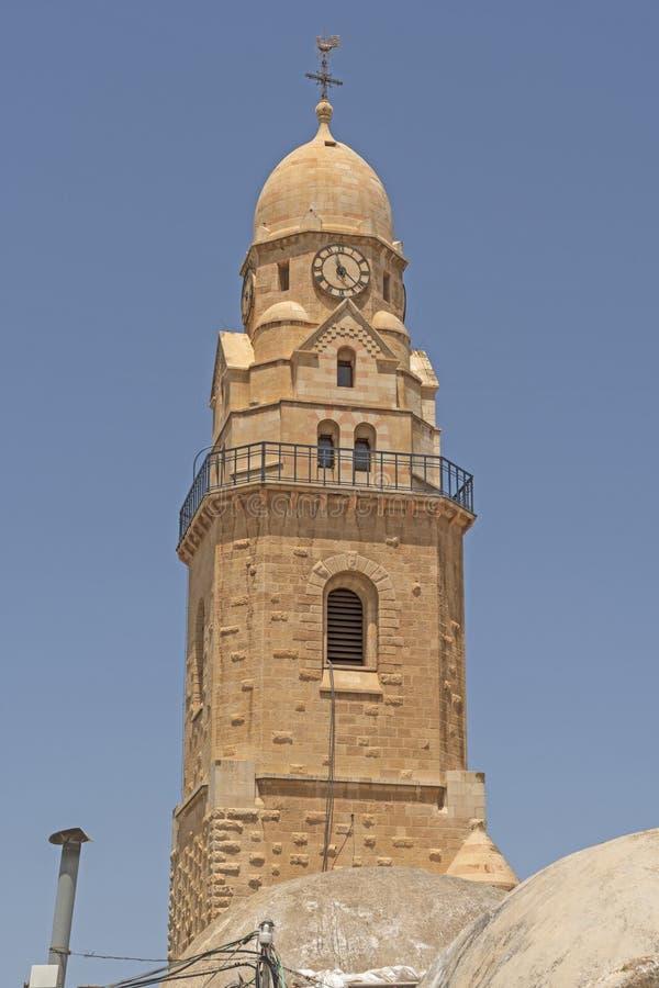 Glockenturm und Glockenturm für eine alte Kirche stockfotos