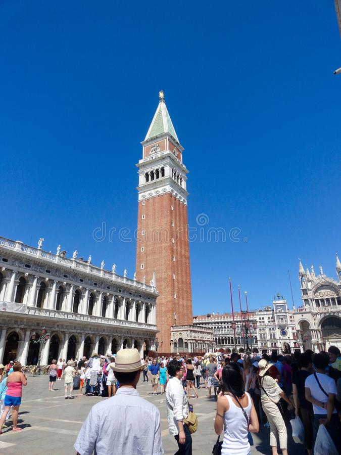 Glockenturm in Venedig lizenzfreie stockfotografie
