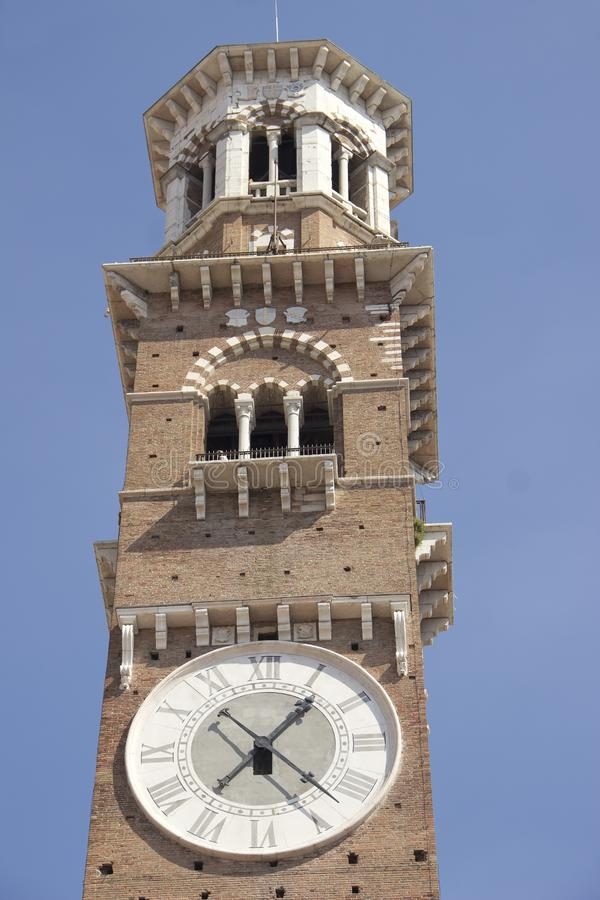 Glockenturm in Verona lizenzfreie stockbilder