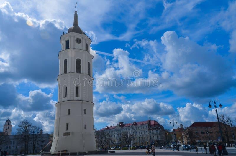 Glockenturm in Vilnius lizenzfreie stockbilder