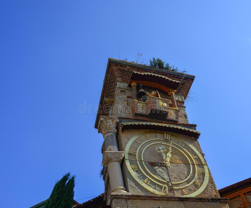 Glockenturm von Rezo Gabriadze Theater stockfoto