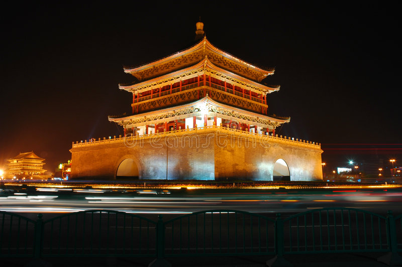 Glockenturm Xian-Nachts stockfotos