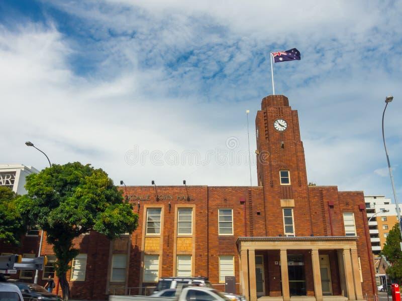 Glockenturmgebäude des Erb-roten Backsteins des Rathauses, ist- der Markstein des Rockdale-Vorortvororts in Süd-Sydney lizenzfreies stockbild