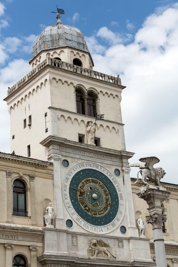 Glockenturmgebäude von den mittelalterlichen Ursprung, die Marktplatz dei Signori in Padua übersehen, lizenzfreie stockbilder