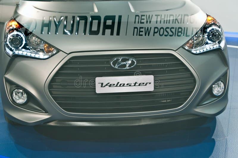 Gloednieuw Hyundai Veloster op vertoning bij auto toont stock afbeelding