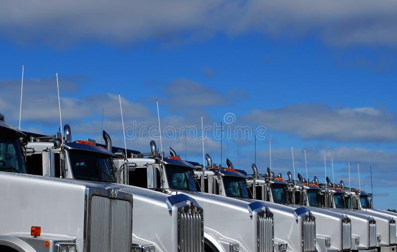 Gloednieuwe Vrachtwagens royalty-vrije stock foto's