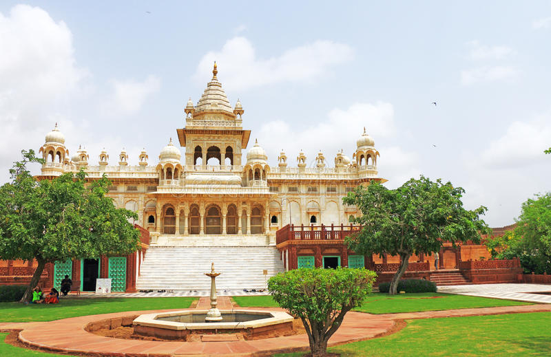 Gloeiend marmeren monument van Jaswant Thada Jodhpur Rajasthan India stock afbeeldingen