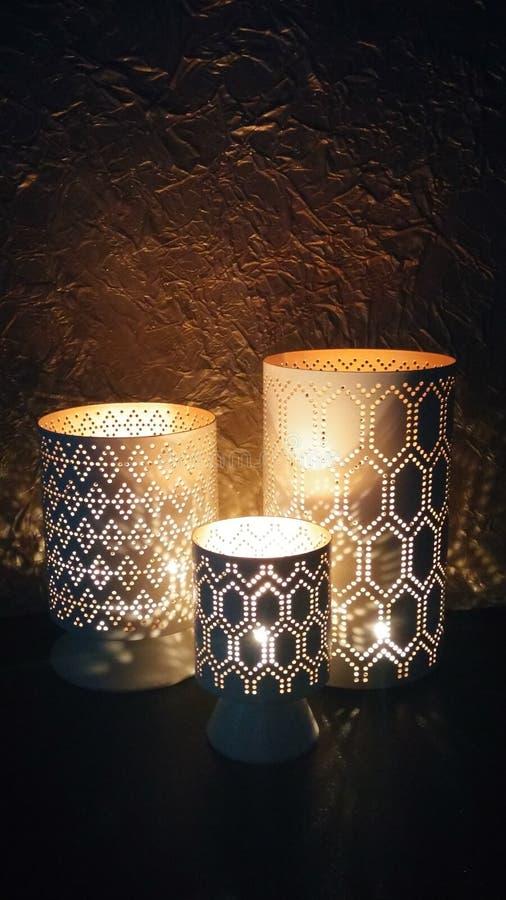 Gloeiende lantaarns in dark royalty-vrije stock foto