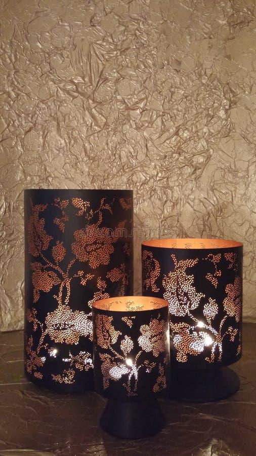 Gloeiende lantaarns in dark royalty-vrije stock afbeeldingen