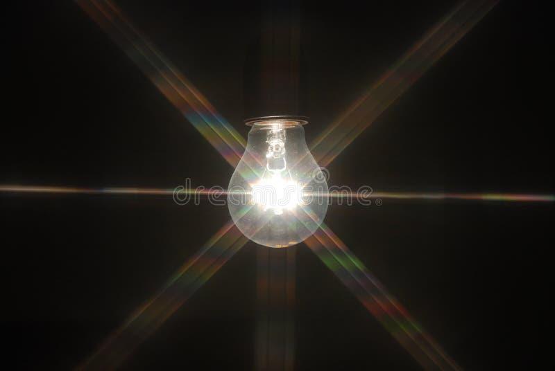 Gloeilamp in dark royalty-vrije stock afbeeldingen
