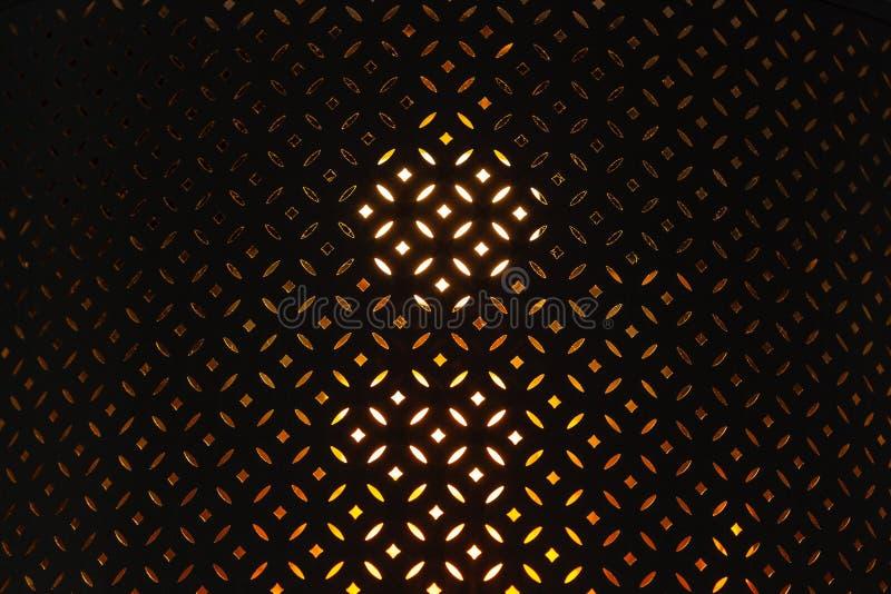 Gloeilamp die achter geometrisch patroon gloeien vector illustratie
