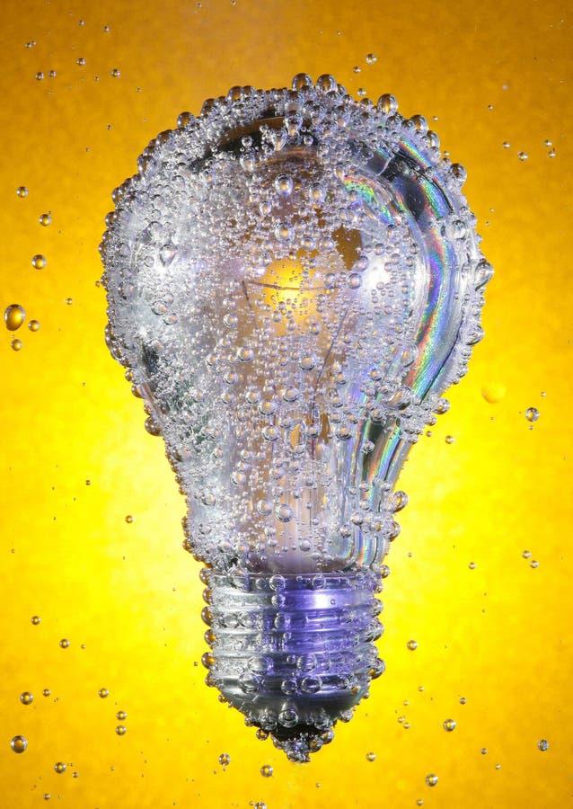 Gloeilamp in sodawater royalty-vrije stock afbeelding