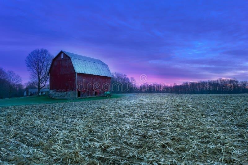 Gloire de Pré-lever de soleil à la ferme photos stock