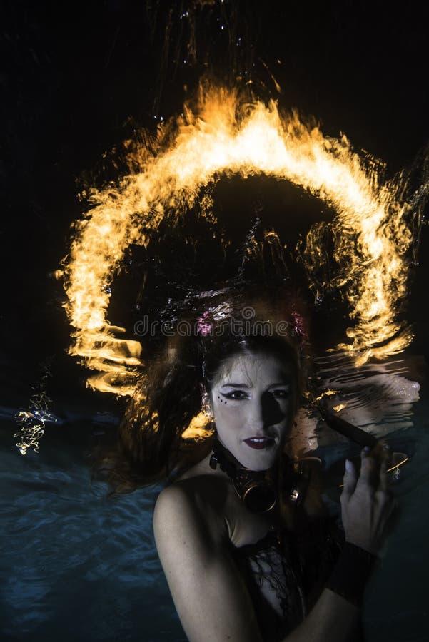 Gloria del fuoco sopra la sirena fotografia stock libera da diritti