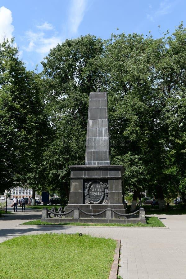 Gloria eterna del monumento 'a los héroes Combatientes para el poder soviético que bajó durante la supresión de la rebelió fotos de archivo